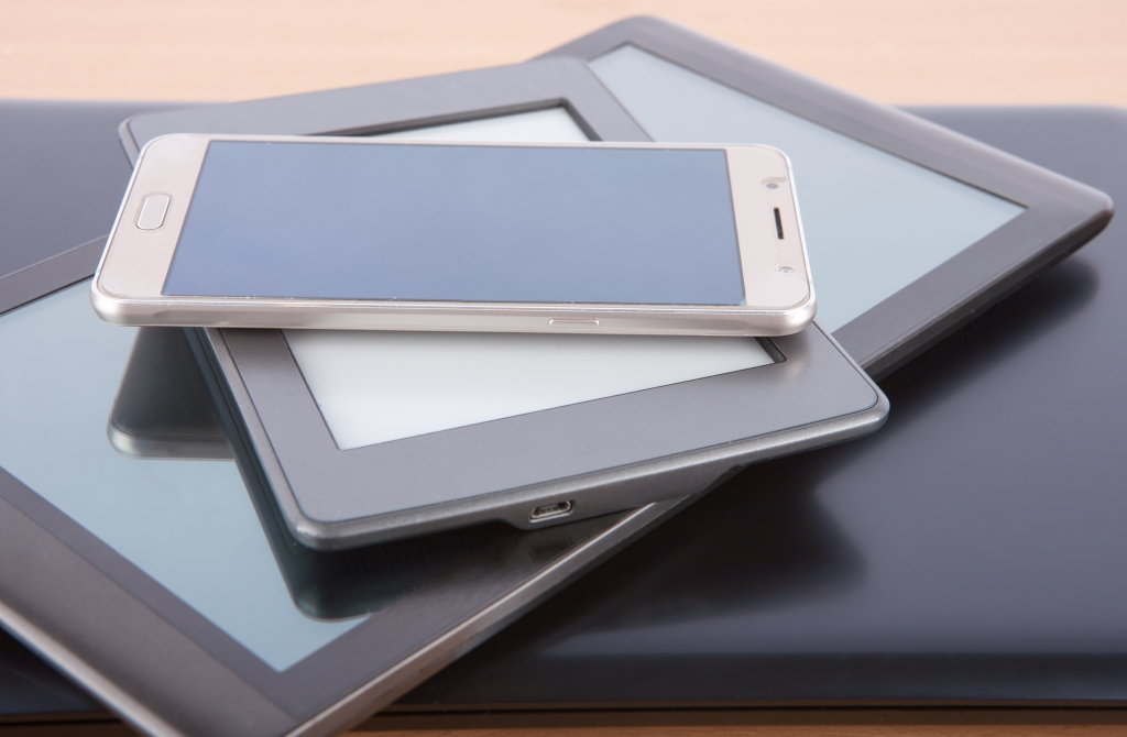 Examples of ereaders and tablets
